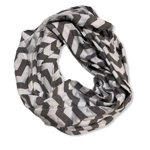 Maternity breastfeeding scarf wrap chevron gray os